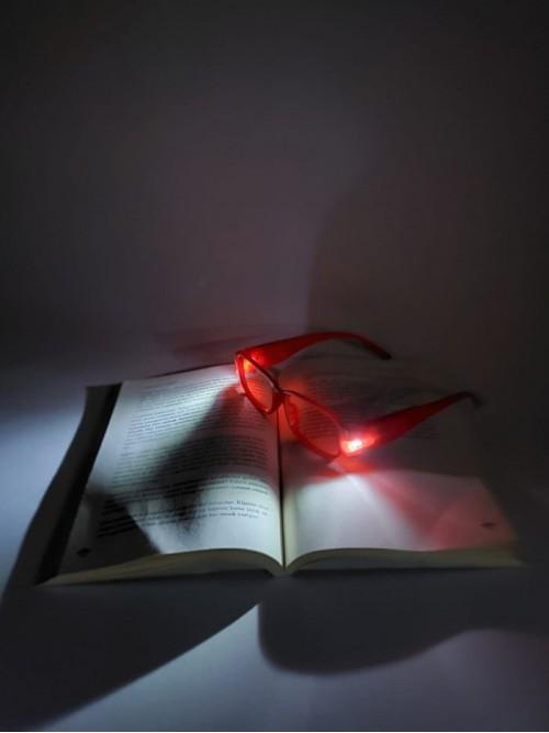 Kırmızı Renk Led Işıklı Kitap Okuma Gözlüğü Camsız