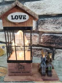 Romantik Sevgili Temalı Ahşap Ev Gece Lambası Ve Kalemlik Biblo