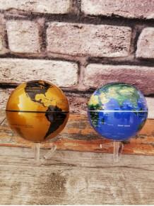 Stand Üzerinde Dönen Dünya Haritası Küre