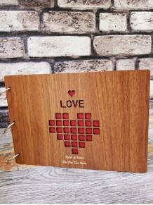 Kişiye Özel Love Yazılı Kalp Temalı Ahşap Albüm